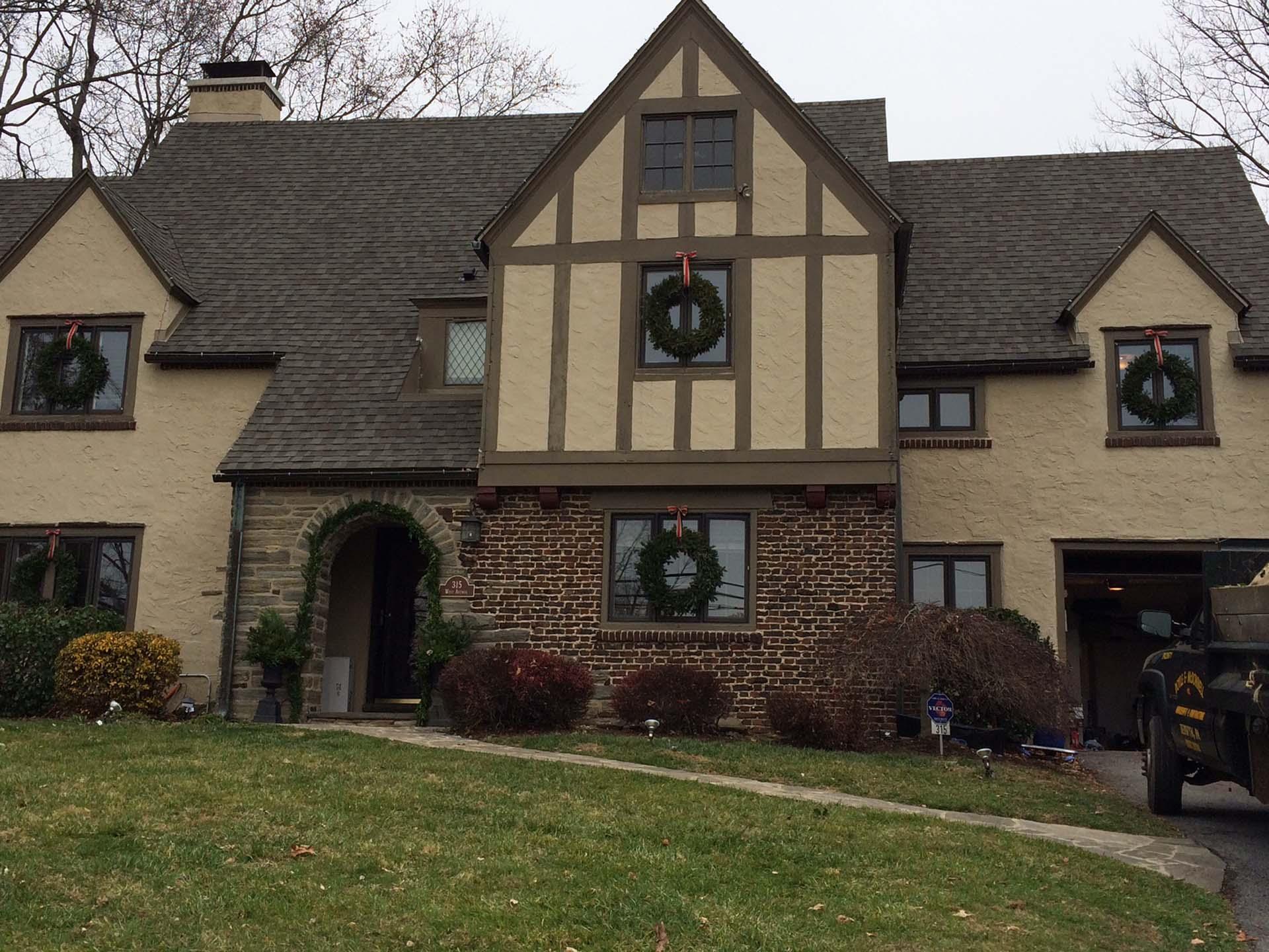 Christmas Wreaths and Garland Decor