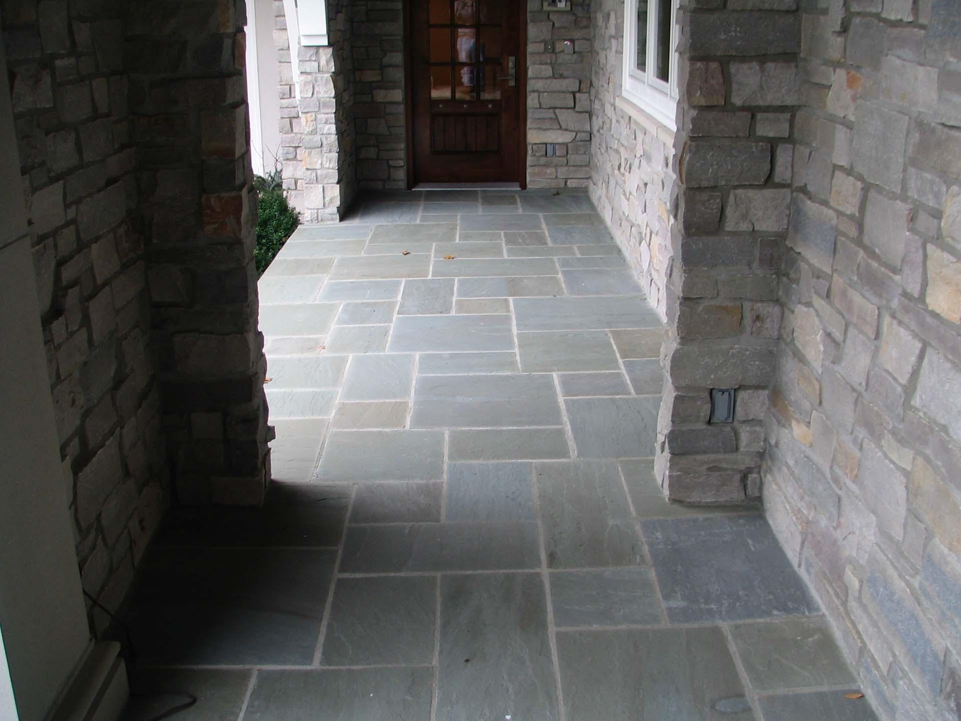 Random Flagstone Pointed Joint Walkway